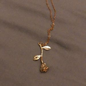 BRAND NEW beautiful gold Rose neclace